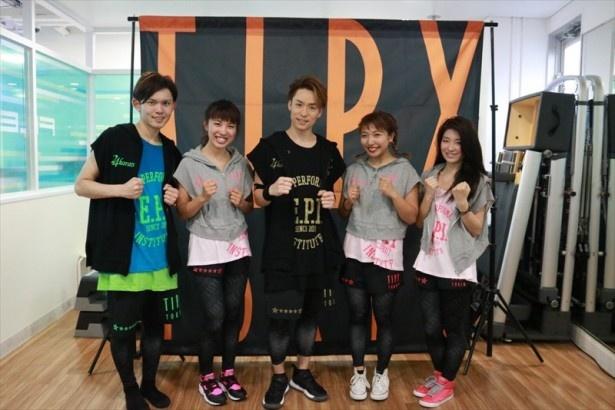 EXILE TETSUYA(写真中央)監修のダンスフィットネスプログラムが登場