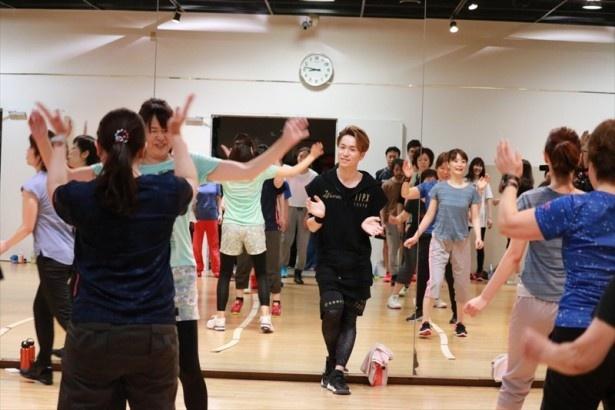 【写真を見る】「ダンスをオリンピック・パラリンピック種目にしたい」と展望を語るEXILE TETSUYA