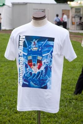 公式パンフの表紙と同じイラストがプリントされた、30周年記念イラストTシャツ(¥2500)。展開はS・M・L