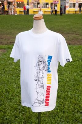 ガンダム立像グラフィックTシャツ(¥2500)はS・M・Lの展開