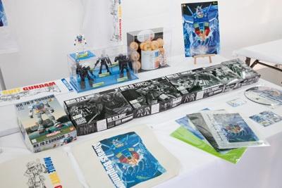 ほかにもアムロ、シャア、ハロなどが描かれた5種類がランダムに入った「GTGPオリジナルクッキー」(¥1000円)など30種類以上ある