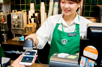 【写真を見る】スターバックスカードを登録し、表示されたバーコードをスキャンすれば支払い完了