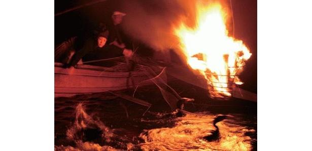 かがり火に照らされた熟練の鵜匠たちによる鮮やかな綱さばきは、見とれてしまう見事さだ