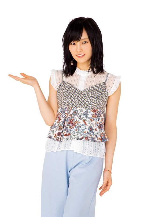 山本 彩(やまもとさやか)。1993年7月14日、大阪府生まれ。趣味は歴史探索、音楽・映画鑑賞、学ぶこと、知ること。阪神甲子園球場で始球式を務めるなど、自他共に認めるタイガースファン