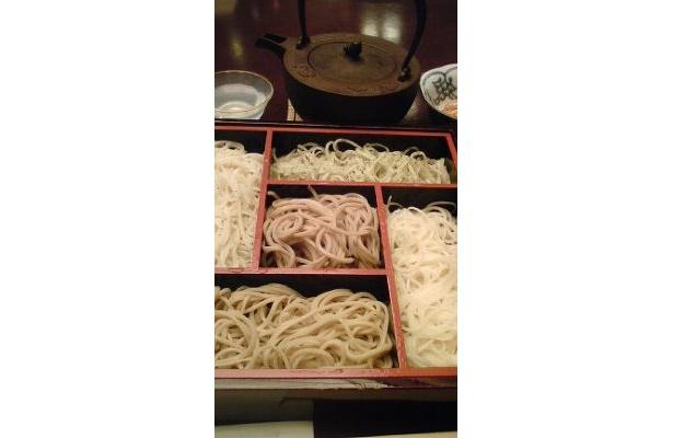 筆者認定「元町三大麺」その1・横浜元町 一茶庵より五色そば¥1890。もう新そばが始まっています