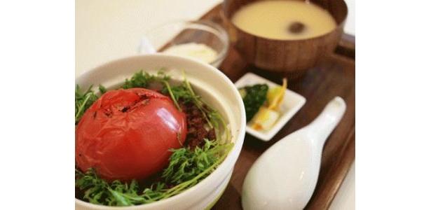 7/21(火)からは、「丸ごとトマトの肉味噌丼」が登場!