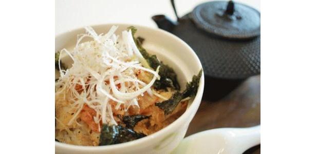 「炙り鯛とキムチの冷やし茶漬け丼」(提供終了)。同店はほかにもたくさんの丼メニューがあります!