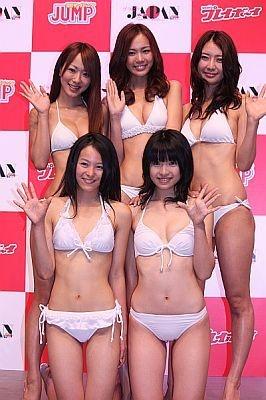 前列左から清野さん、蒼井さん、後列左から清水さん、松岡さん、滝川さん。今後はDVDなどを発表予定だという