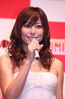 会場に駆けつけた杉本有美さん。最近は女優としても活躍
