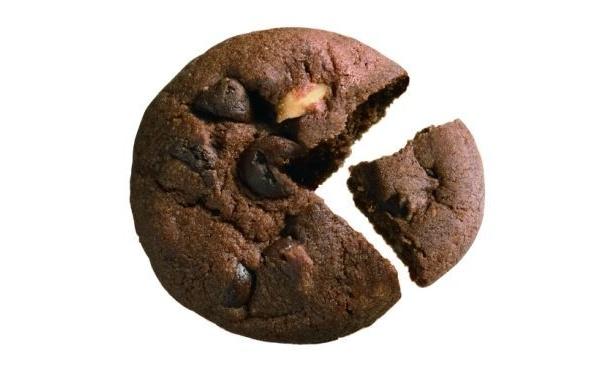 チョコチップ27%、ナッツ3%を配合しベストバランスに仕上げた
