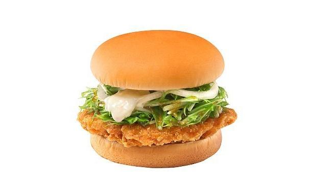 ウェンディーズの和風バーガーは食感が楽しい! 「シャキシャキ水菜のおろしチキンサンド」