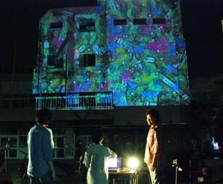 「夜空の校庭上映会」では、幻想的な雰囲気でアニメーションを鑑賞できる