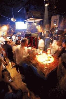 オシャレな雰囲気の「300 バー 銀座8丁目店」。週末はクラブ仕様に!