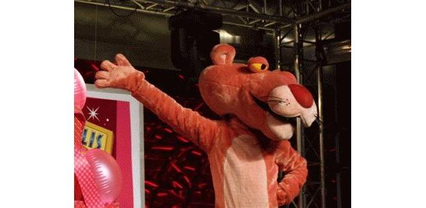 ピンクパンサーのポーズは今でも新鮮