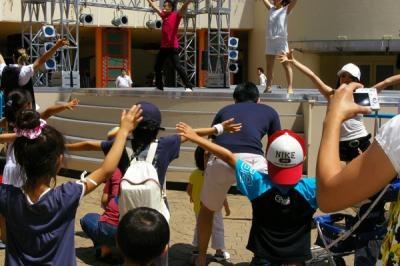 元気いっぱいに踊る子どもたち!