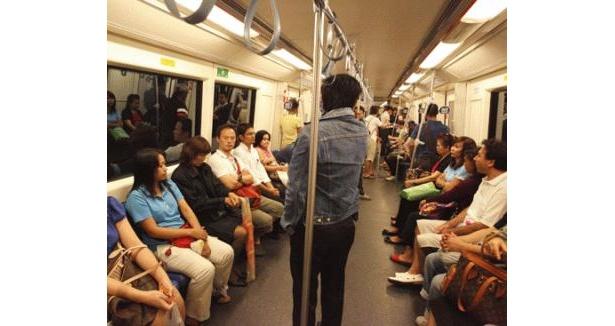 地下鉄の風景も、日本とほとんど変わらない。乗車マナーは◎