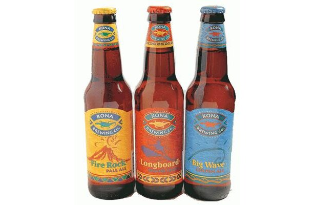 Millions-Deli cartoのコナビール(600円/1本) ハワイで売上No.1のビール。ファイヤーロックペールエール(写真左)ほか2種。