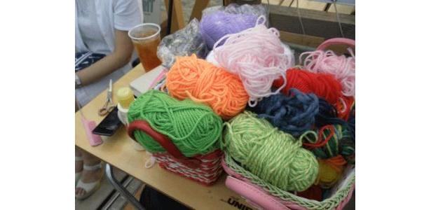 こちらの毛糸が編みこみに使われます