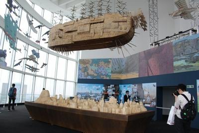 「空への憧れ」を表現した、「空飛ぶ機械達」展。細かい部分まで作りこまれた飛行船に見入ってしまう