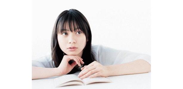 コトバと惹かれ合う少女・シオリ役の山下リオ