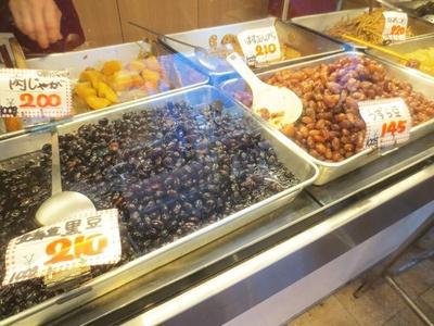 「江古田市場通り商店街の大津屋」では、黒豆を一年中販売している