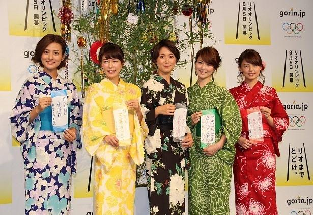 浴衣に身を包みリオ五輪をPRする徳島えりかアナ、青山愛アナ、小林由未子アナ、秋元玲奈アナ、宮澤智アナ(写真左から)