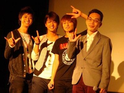写真右から、大野監督、遠藤雄弥さん、中村優一さん、鈴木裕樹さん