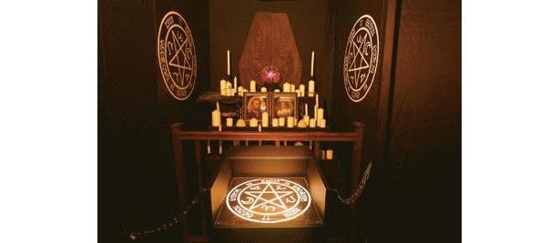 終盤にある祭壇の魔法陣に手を置けば結界が解ける。しかし、置いた瞬間に何かが起こる…