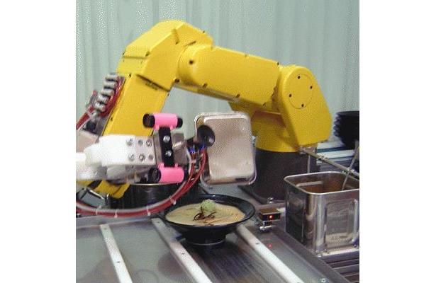 世にも珍しい、ロボットがつくる全自動のラーメン屋「名古屋総本家 ふぁ〜めん」(名古屋市中区)