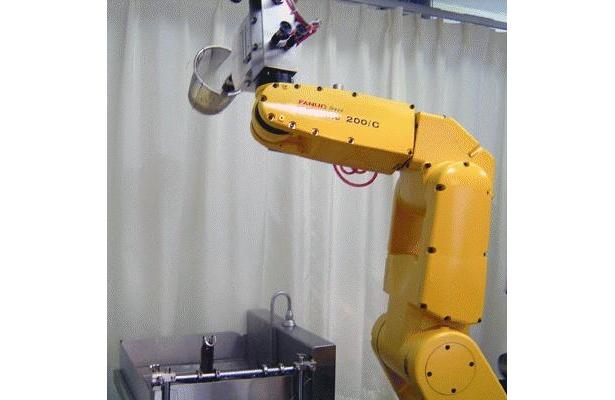 ロボットが作るラーメンができるまで。まずは湯きりから