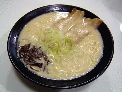 オリジナルの「ふぁ〜めん」(700円)。とんこつスープと細めんがポイント
