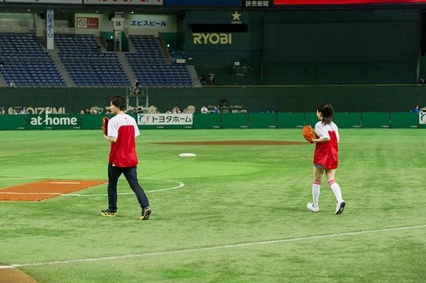 魅せた! 二輪のウインドミル!! 「日米対抗ソフトボール2016トークショー&ファーストピッチセレモニー」レポート