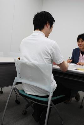 【写真を見る】ソフトの開発者・尾島陽児氏。リラックス法は「ワインを飲みます」