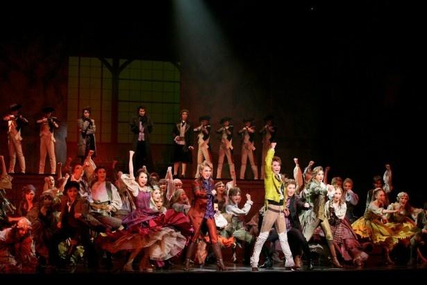 龍真咲率いる月組の'15年に行われた「1789-バスティーユの恋人たち-」のワンシーン