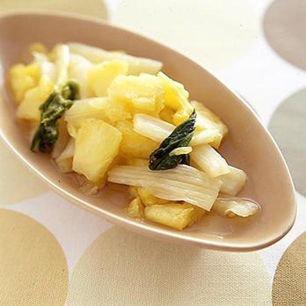甘みと酸味のバランス、歯ごたえが絶妙のおいしさ。「セロリのパイナップルなます」
