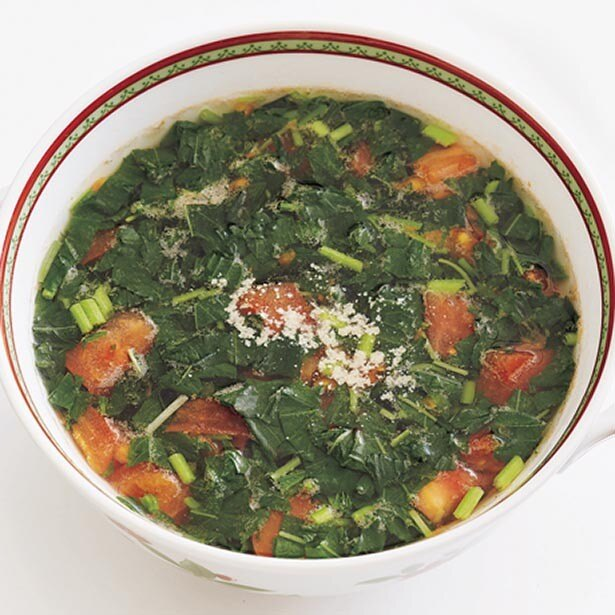 トマトのやさしい酸味がきいた「モロヘイヤとトマトのスープ」