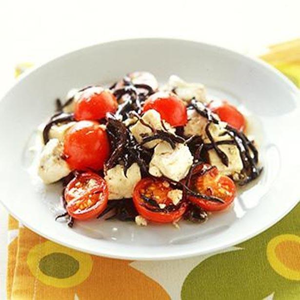 【写真を見る】栄養バランス満点の名脇役「ひじきと豆腐のサラダ」