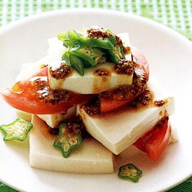 完熟トマトを使うとさらにおいしい「豆腐とトマトの重ねサラダ」