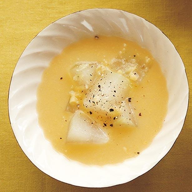 ほんのりとした甘みで胃にもやさしい汁もの。「とうがんのとうもろこしスープ」