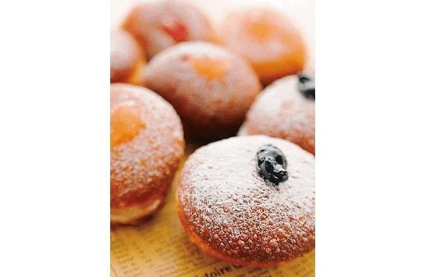 イートインスペースに登場する、サンクゼールの「自家製ドーナツ」。ブルーベリーなどのジャムが入って適度な甘さがいい