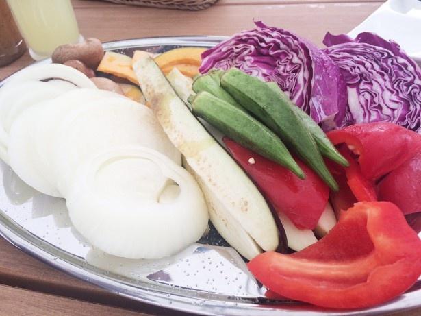 カラフルな野菜は常時6~7種類ほど。内容は異なる場合あり