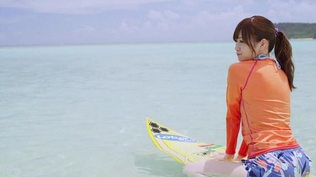 乃木坂46のニューシングル「裸足でSummer」にカップリングされる白石麻衣と生田絵梨花のソロ楽曲のPVが公開された!