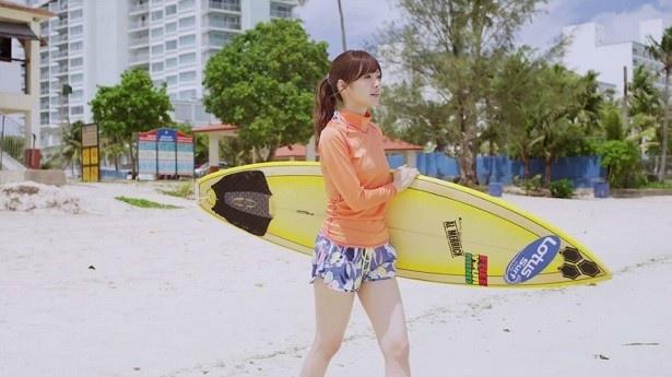 白石麻衣はサーフィン自体が初めてで、とにかく練習を繰り返したそう!