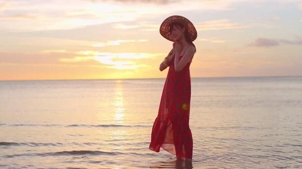 「パドリング」「オフショア」など、夏のサーフィンをイメージさせる楽曲