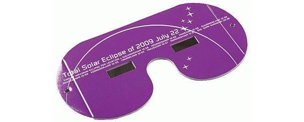【皆既日食グッズセレクション】ビクセン製オリジナル日食グラス(1480円)