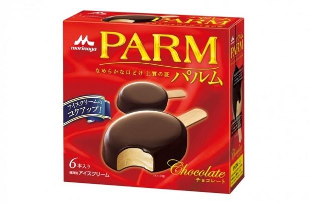 【写真を見る】滑らかなアイスを口溶けの良いチョコレートで包み込んだ「PARM(パルム) チョコレート(6本入り)」(希望小売価格・税抜420円)