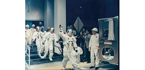 アポロ11号の月着陸船イーグルが月面着陸に成功