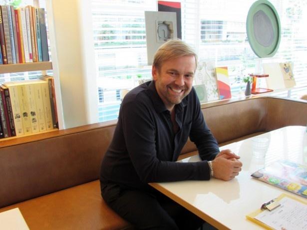福岡入りしたビル・グレンジャー氏。最高のロケーションと福岡店を絶賛していた
