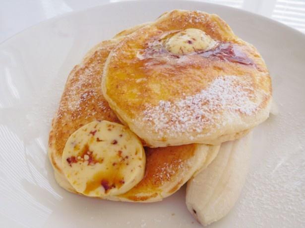 リコッタパンケーキ w/フレッシュバナナ、ハニーコームバター(1400円)