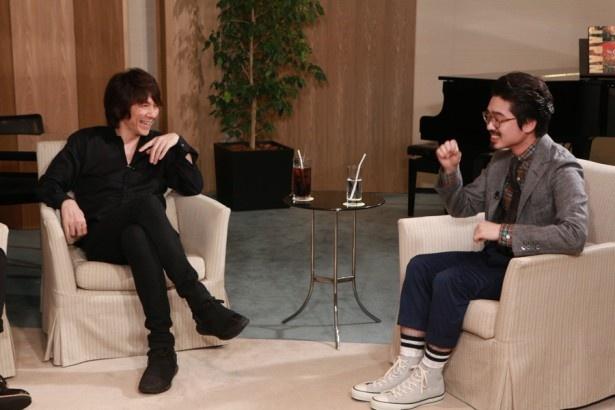 吉井とハマ・オカモトは、4年前に大阪城ホールで美空ひばりの楽曲「りんご追分」をともに演奏した経験があるそうだ。